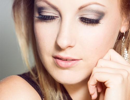 Un maquillage professionnel avec les produits Kryolan