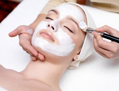 Comment devenir un spécialiste en esthétique et maquillage ?